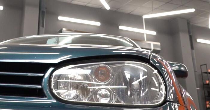 Bremsbeläge am VW Golf IV Schrägheck (1J1) 2.0 2002 wechseln – Laden Sie sich PDF-Handbücher und Videoanleitungen herunter