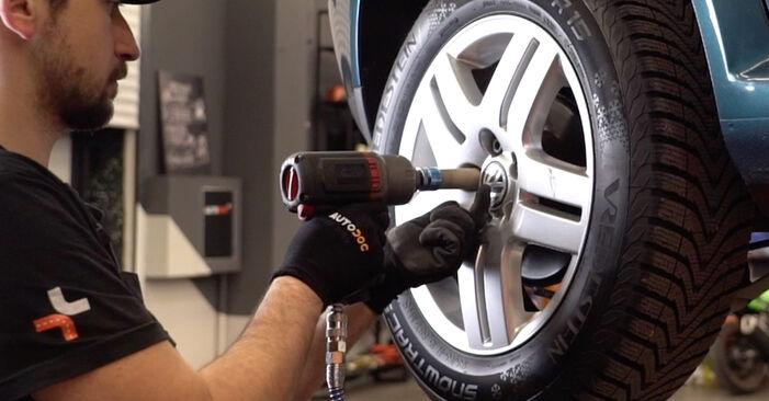Kuinka poistaa VW GOLF 1.8 T 2001 -auton Jarrupalat - helposti seurattavat online-ohjeet