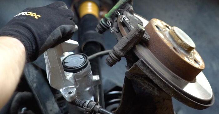 Bremsbeläge beim VW GOLF 1.6 2004 selber erneuern - DIY-Manual