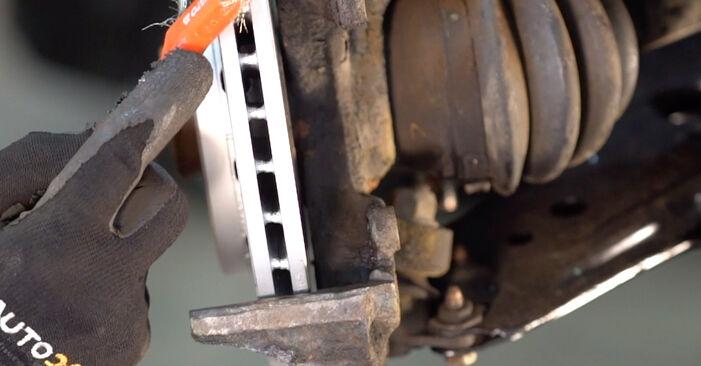 Kuinka vaihtaa Jarrupalat VW Golf IV Hatchback (1J1) 2000 -autoon - vinkkejä