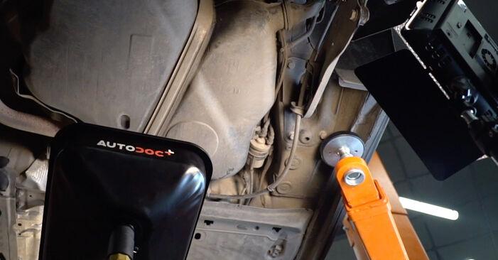Cum să înlocuiți VW Golf V Hatchback (1K1) 1.9 TDI 2004 Filtru combustibil – manualele pas cu pas și ghidurile video
