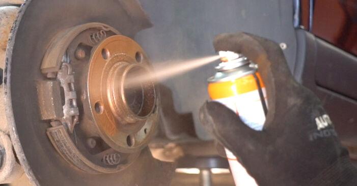 Wechseln Bremsscheiben am VOLVO V70 II (285) 2.5 T 2002 selber