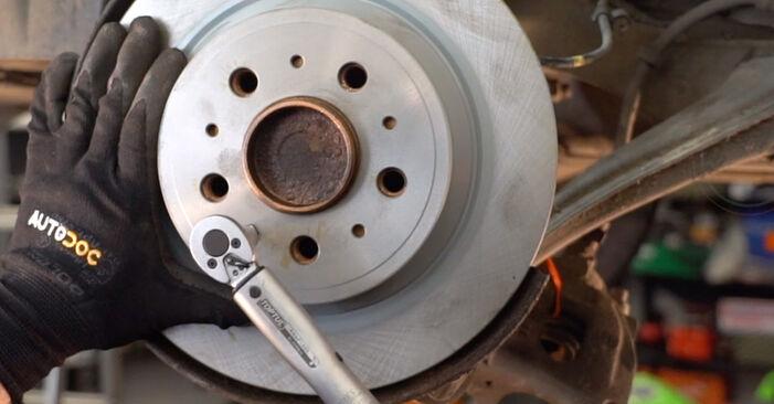 Bremsscheiben am VOLVO V70 II (285) 2.5 TDI 2004 wechseln – Laden Sie sich PDF-Handbücher und Videoanleitungen herunter