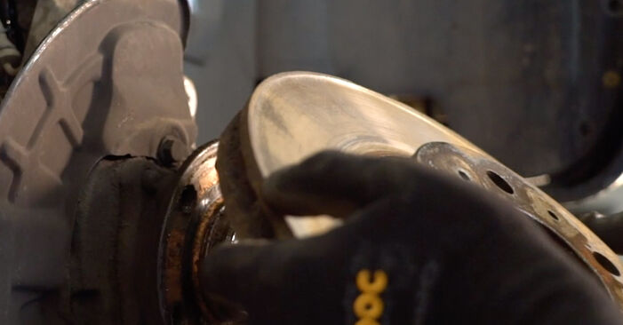 Volvo V70 SW 2.4 D5 2001 Stabdžių diskas keitimas: nemokamos remonto instrukcijos