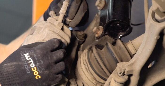 Schritt-für-Schritt-Anleitung zum selbstständigen Wechsel von Volvo V70 SW 2002 2.3 T5 Bremsscheiben