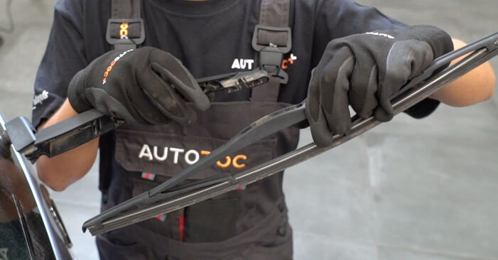 Changing Wiper Blades on OPEL Meriva A (X03) 1.6 (E75) 2006 by yourself