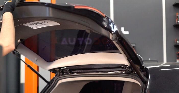 VW GOLF 1.6 Heckklappendämpfer ausbauen: Anweisungen und Video-Tutorials online