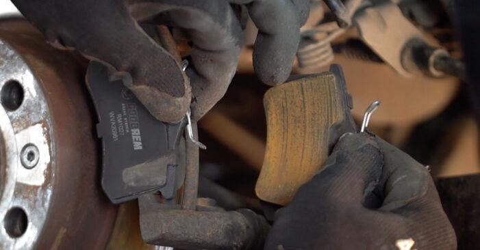 VW GOLF 1.9 TDI Bremsscheiben austauschen: Tutorials und Video-Anweisungen online