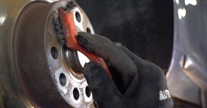 Stufenweiser Leitfaden zum Teilewechsel in Eigenregie von Golf 5 2009 2.0 TDI 16V Bremsscheiben