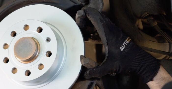Wie man Bremsscheiben beim VW Golf V Schrägheck (1K1) 2008 auswechselt – Downloaden Sie sich PDF-Tutorials und Videoanleitungen herunter