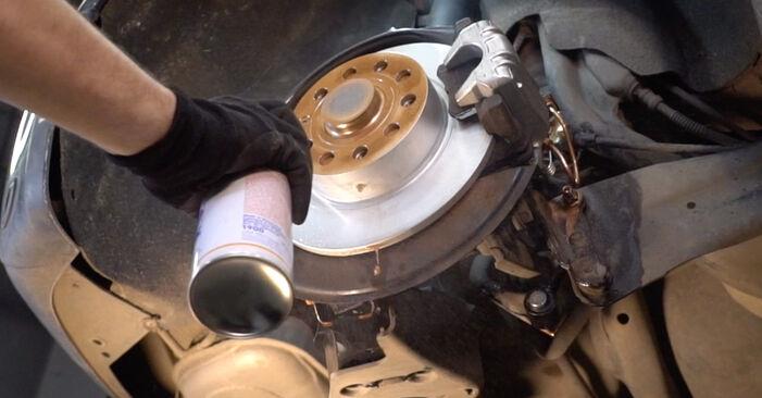Wie man Bremsscheiben am VW Golf V Schrägheck (1K1) 2008 ersetzt - Hinweise und Ratschläge