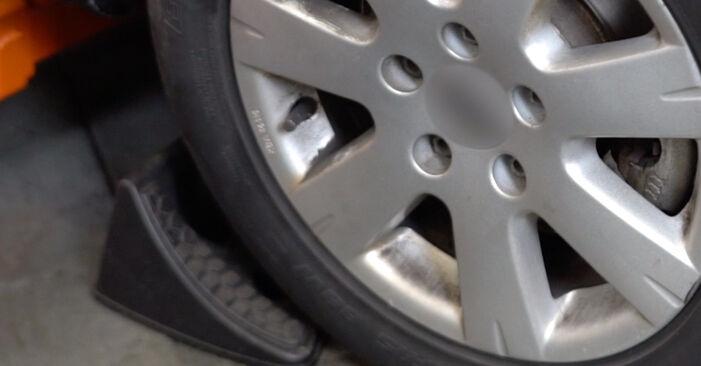 Wie Bremsscheiben VW Golf V Schrägheck (1K1) 1.6 2004 austauschen - Schrittweise Handbücher und Videoanleitungen
