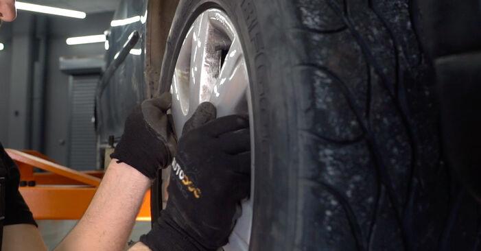 VW GOLF 1.6 Bremsscheiben ausbauen: Anweisungen und Video-Tutorials online