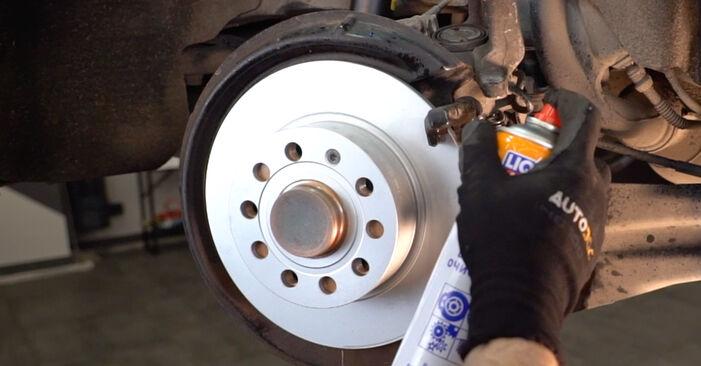 Tausch Tutorial Bremsbeläge am VW Golf V Schrägheck (1K1) 2008 wechselt - Tipps und Tricks