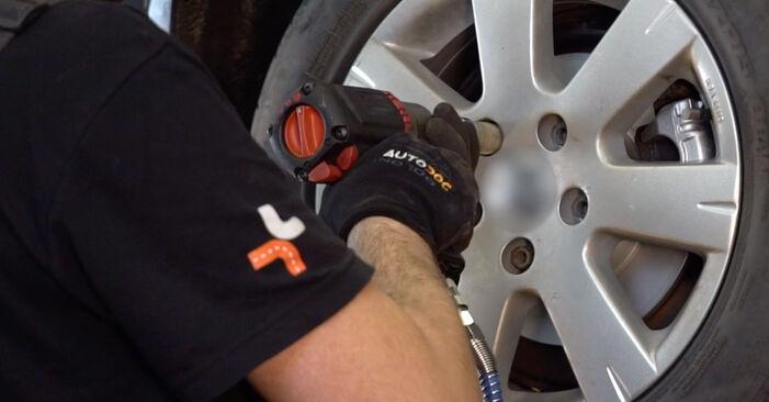 Wie VW GOLF 2.0 TDI 16V 2007 Bremsbeläge ausbauen - Einfach zu verstehende Anleitungen online