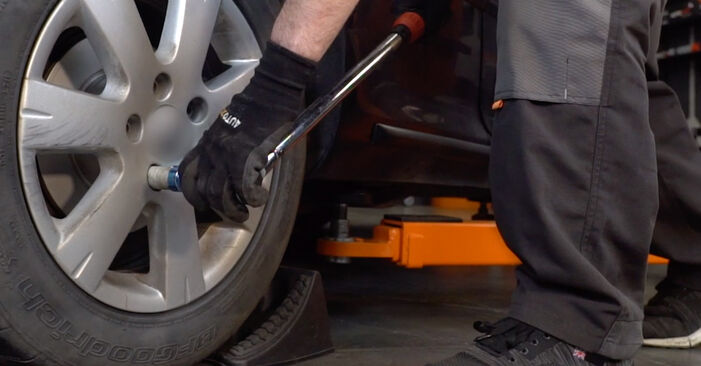 Jak vyměnit Brzdové Destičky na VW Golf V Hatchback (1K1) 2008: stáhněte si PDF návody a video instrukce.