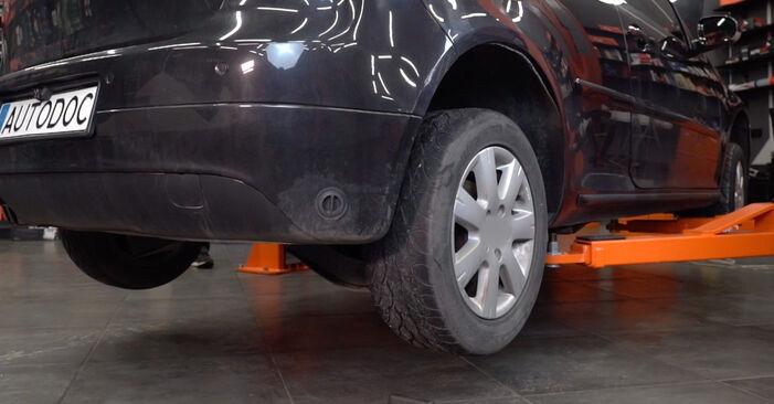 Wechseln Bremsbeläge am VW Golf V Schrägheck (1K1) 1.6 FSI 2006 selber
