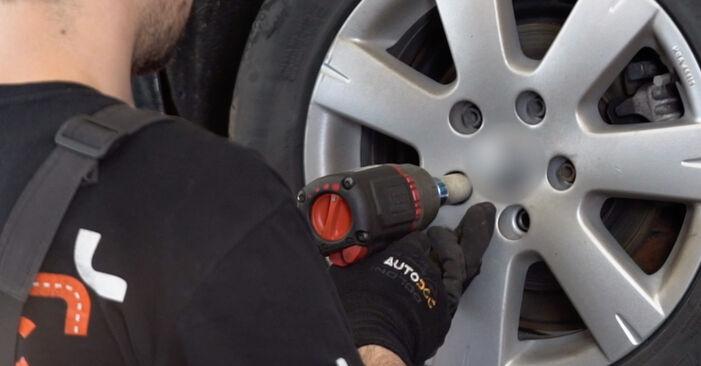 Jak odstranit VW GOLF 2.0 TDI 16V 2007 Brzdové Destičky - online jednoduché instrukce