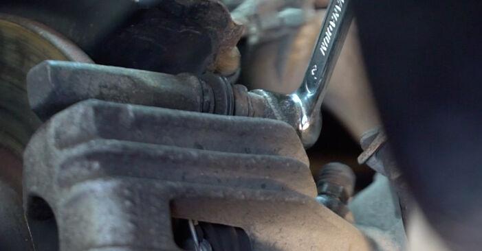 Bremsbeläge beim VW GOLF 3.2 R32 4motion 2003 selber erneuern - DIY-Manual