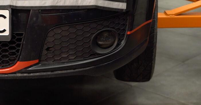 Vaihtaa Jarrupalat itse VW Golf V Hatchback (1K1) 1.6 FSI 2006 -autoon