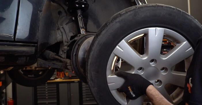 Kuinka vaihtaa Jarrupalat VW Golf V Hatchback (1K1) 2008 -autoon: lataa PDF-oppaat ja video-ohjeet