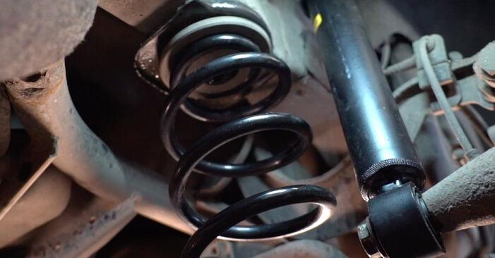Wechseln Querlenker am VW Golf V Schrägheck (1K1) 1.6 FSI 2006 selber