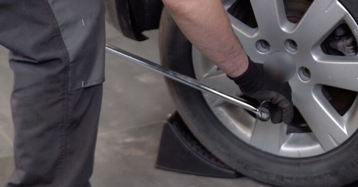 Wie Querlenker VW Golf V Schrägheck (1K1) 1.6 2004 austauschen - Schrittweise Handbücher und Videoanleitungen