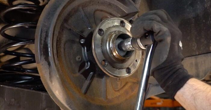 Så byter du VW Golf V Hatchback (1K1) 1.9 TDI 2004 Hjullager – manualer och videoguider att följa steg för steg