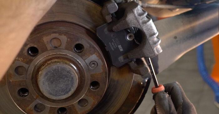 VW GOLF 2003 Hjullager utbytesmanual att följa steg för steg