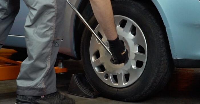 Cómo reemplazar Rótula de Dirección en un FIAT PUNTO (188) 1.2 60 2000 - manuales paso a paso y guías en video