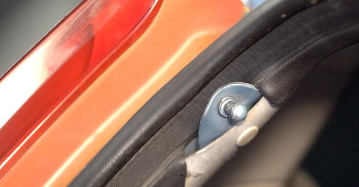 Come rimuovere FIAT PUNTO 1.9 JTD 2003 Pistoni Portellone - istruzioni online facili da seguire
