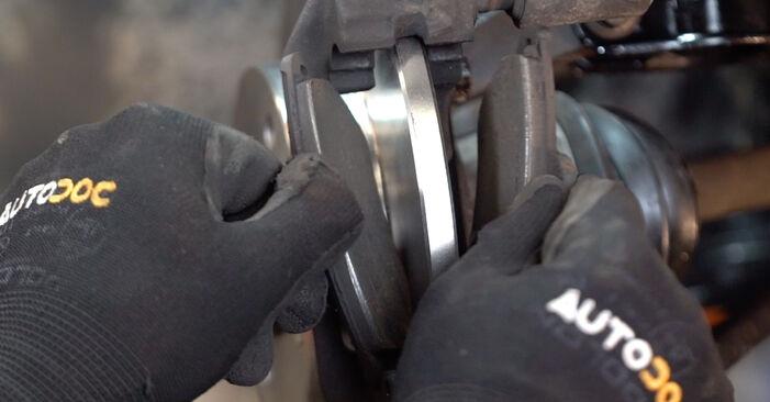 Sostituendo Pastiglie Freno su Fiat Punto 188 2009 1.2 60 da solo