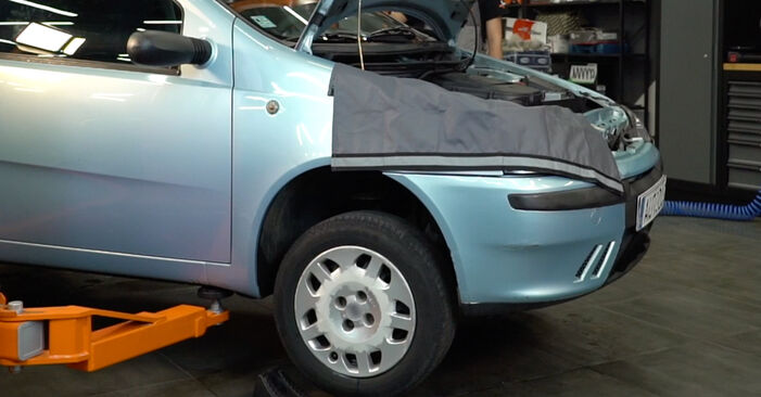 Changing Brake Pads on FIAT PUNTO (188) 1.9 JTD 80 2002 by yourself
