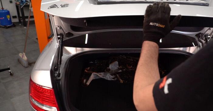 Wie Heckklappendämpfer Audi A6 4f2 3.0 TDI quattro 2004 tauschen - Kostenlose PDF- und Videoanleitungen