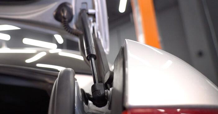 Heckklappendämpfer beim AUDI A6 2.0 TDI 2011 selber erneuern - DIY-Manual
