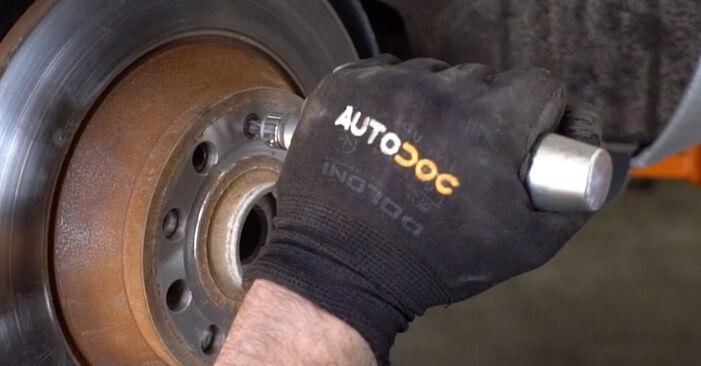 Podrobné odporúčania pre svojpomocnú výmenu Audi A6 4f2 2009 2.0 TFSI Brzdový kotouč