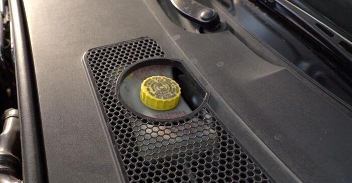 Wie Bremsscheiben AUDI A6 Limousine (4F2, C6) 2.0 TDI 2005 austauschen - Schrittweise Handbücher und Videoanleitungen