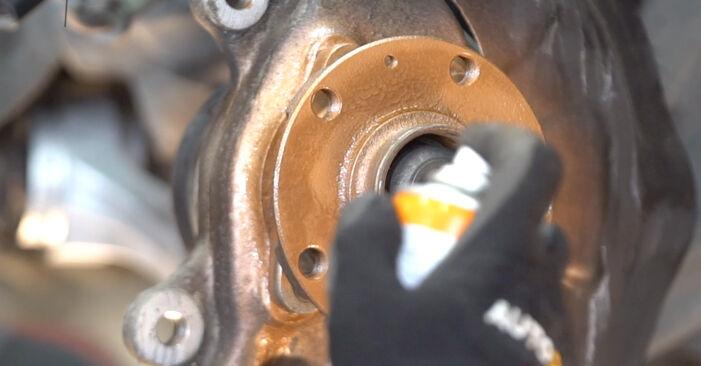 Jak wymienić AUDI A6 Sedan (4F2, C6) 3.0 TDI quattro 2005 Tarcza hamulcowa - instrukcje krok po kroku i filmiki instruktażowe