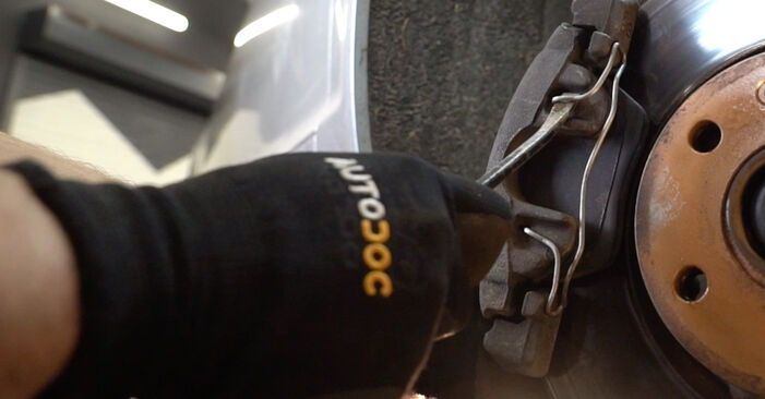 Replacing Brake Pads on Audi A6 4f2 2006 3.0 TDI quattro by yourself