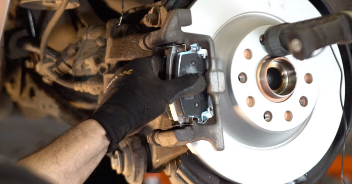 Step-by-step recommendations for DIY replacement Audi A6 4f2 2009 2.0 TFSI Brake Pads
