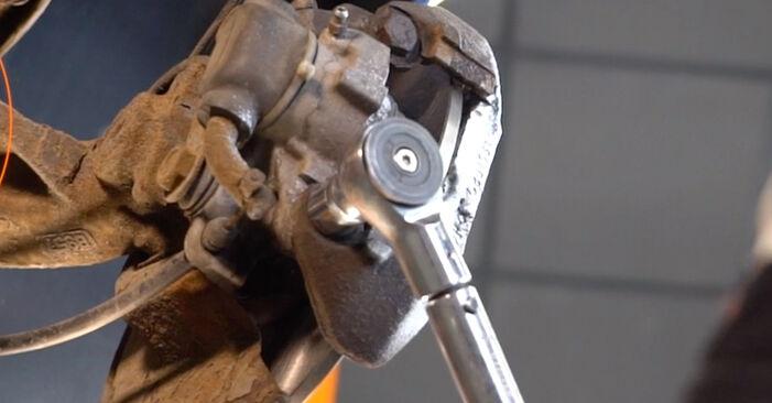 Tausch Tutorial Radlager am PEUGEOT 206 CC (2D) 2010 wechselt - Tipps und Tricks