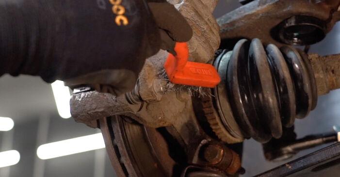 Bremsbeläge beim PEUGEOT 206 1.6 2005 selber erneuern - DIY-Manual
