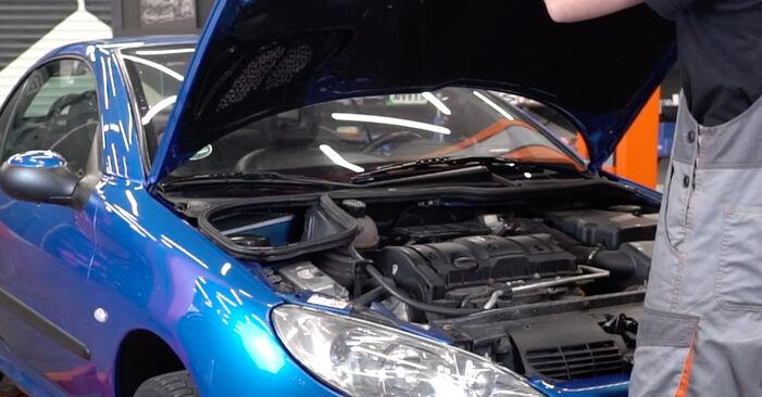 Wie Bremsbeläge Peugeot 206 CC 1.6 16V 2000 tauschen - Kostenlose PDF- und Videoanleitungen