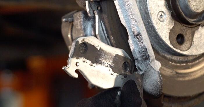 Austauschen Anleitung Bremsbeläge am Peugeot 206 cc 2d 2008 1.6 16V selbst
