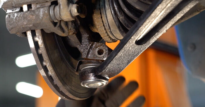 Schritt-für-Schritt-Anleitung zum selbstständigen Wechsel von Peugeot 206 cc 2d 2011 1.6 16V Querlenker