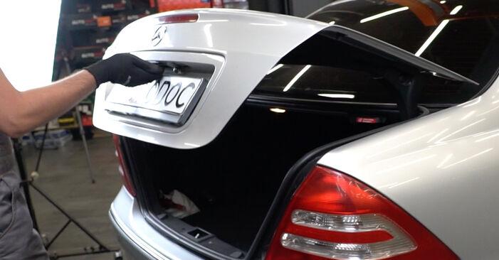 Как се сменя Амортисьор на Mercedes W203 2000 - безплатни PDF и видео уроци