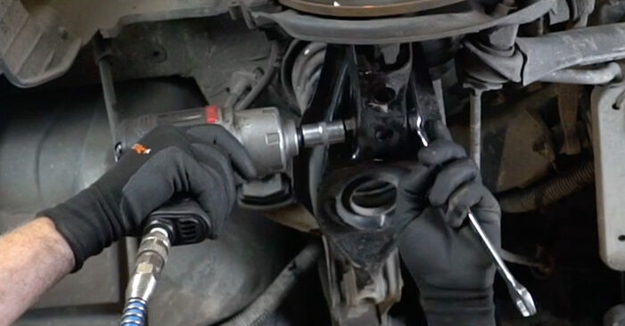 Колко време отнема смяната: Амортисьор на Mercedes W203 2000 - информативен PDF наръчник
