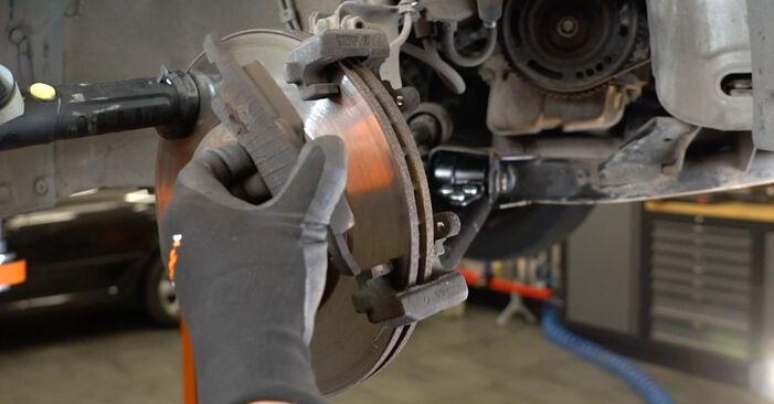 Austauschen Anleitung Bremsscheiben am Opel Meriva x03 2005 1.7 CDTI (E75) selbst
