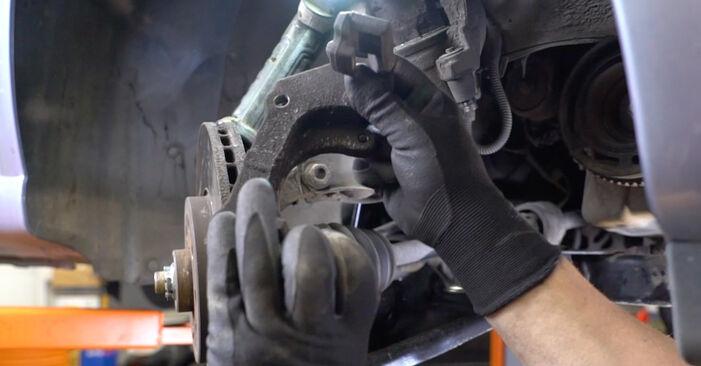 Schritt-für-Schritt-Anleitung zum selbstständigen Wechsel von Opel Meriva x03 2008 1.3 CDTI (E75) Bremsscheiben