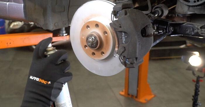 Pasikeiskite OPEL Meriva A (X03) 1.4 16V Twinport (E75) 2009 Stabdžių diskas patys - internetinė instrukcija